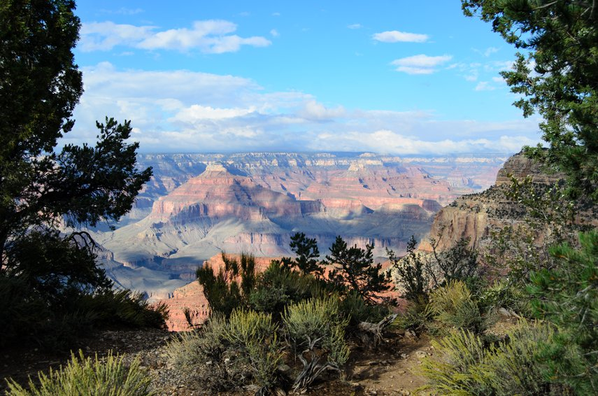 Rim with a view. Light and shadow start to play in autumn's mid-afternoon at the Grand Canyon.#VacationLife via @Vistana