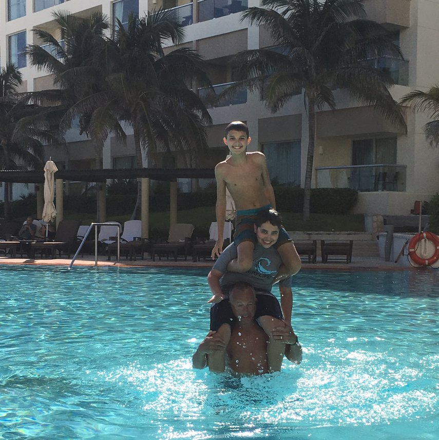 Fun in the pool#VacationLife via @Vistana