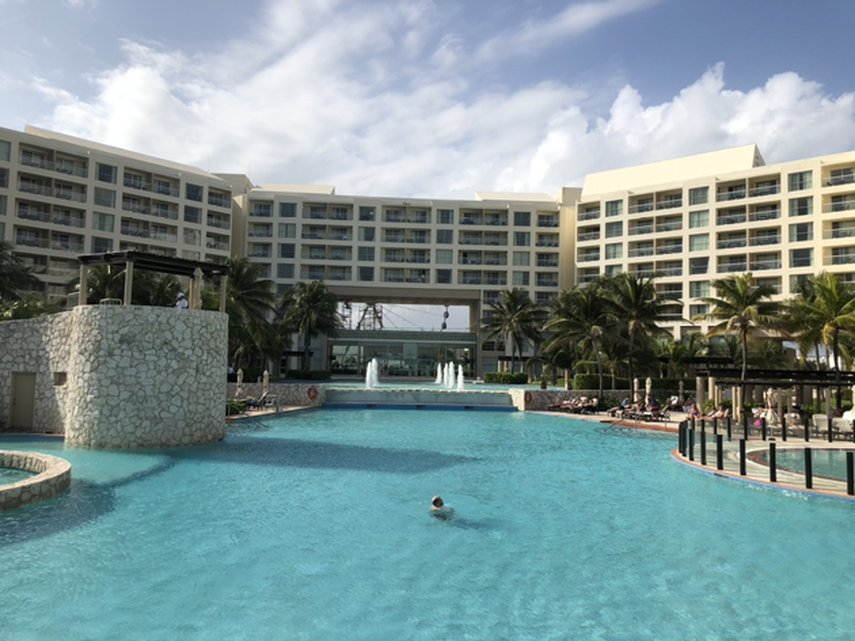 The best Westin pool!#VacationLife via @Vistana