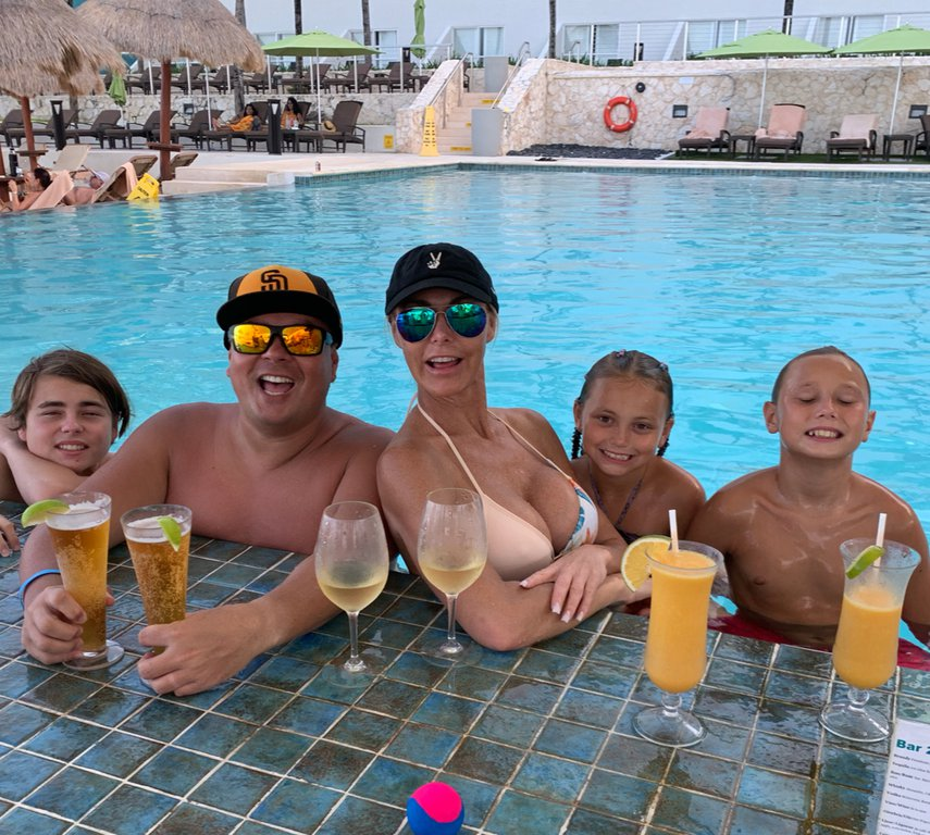 Family Time at the pool#VacationLife via @Vistana