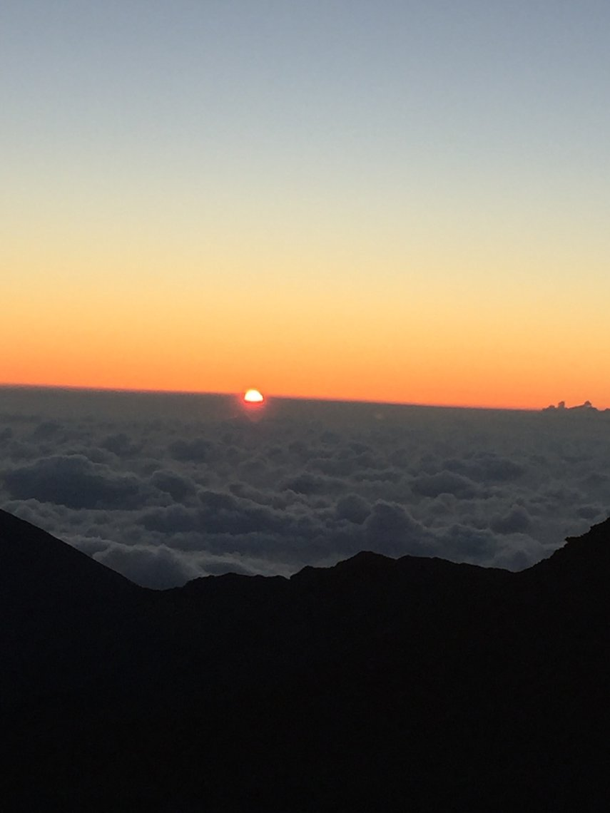At 10,000 ft. the sunrise at the haleakala crater was spectacular #VacationLife via @Vistana