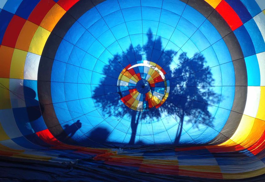 Surprise task of helping fill a hot air balloon when we went to see a sunrise launch on the golf course. Then-a ride!#VacationLife via @Vistana