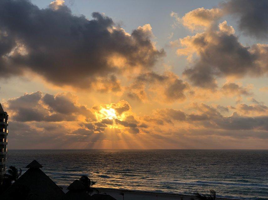 Everyday's sunrise is fabulous!!#VacationLife via @Vistana
