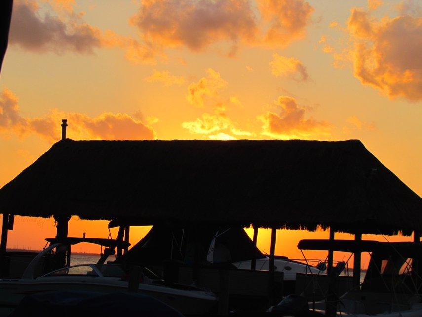 CANCUN DINNER AT EL FISH FRITANGA ON THE LAGUNA SIDE - AWESOME SUN SET!#VacationLife via @Vistana