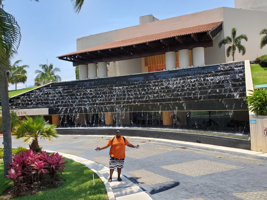 Entrance fountain! #VacationLife via @Vistana